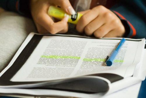 leitura de artigos acadêmicos