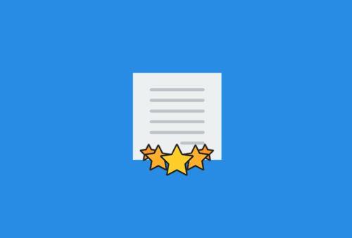 Imagem ilustrativa com folha de papel pautado cercada de estrelas dando a ideia de uma revisão de texto de sucesso